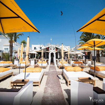 Enjoy a menu at THE BEACH BY USHUAÏA IBIZA Restaurant